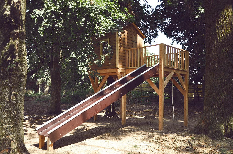 Cabane pour enfants sur pilotis
