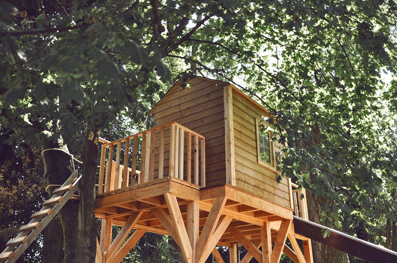 Cabane de jeux avec balcon