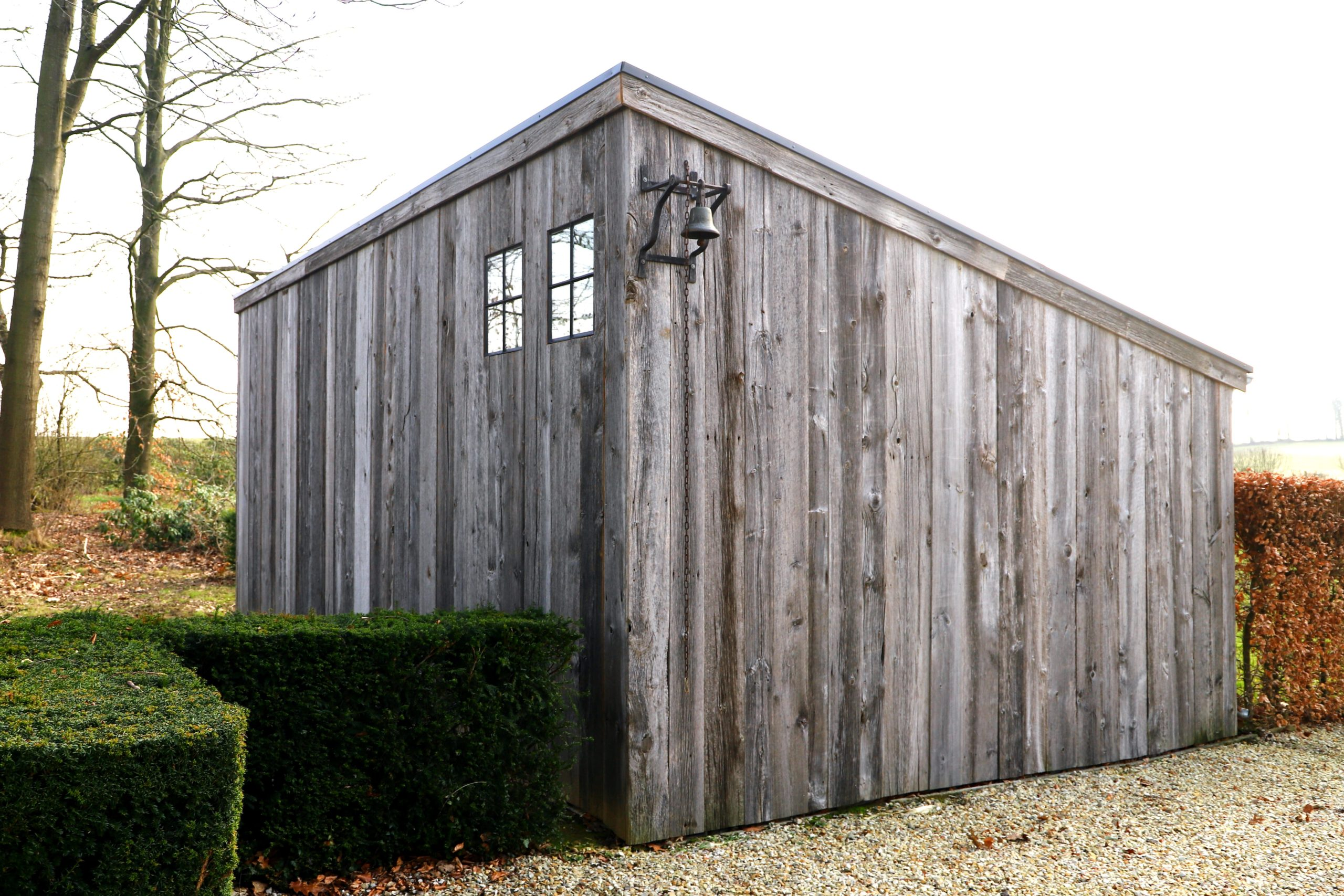 Remise en bois ancien extérieur 2