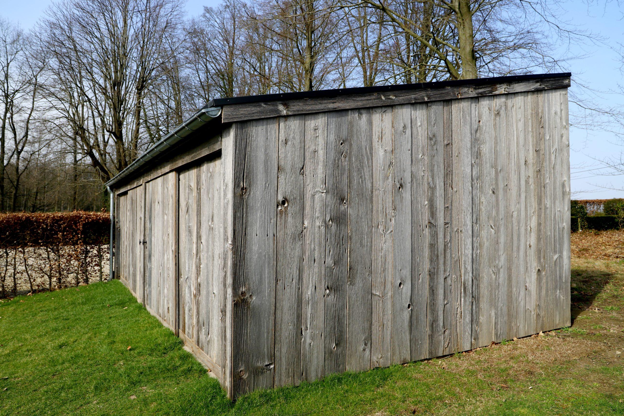 Remise en bois ancien extérieur 3