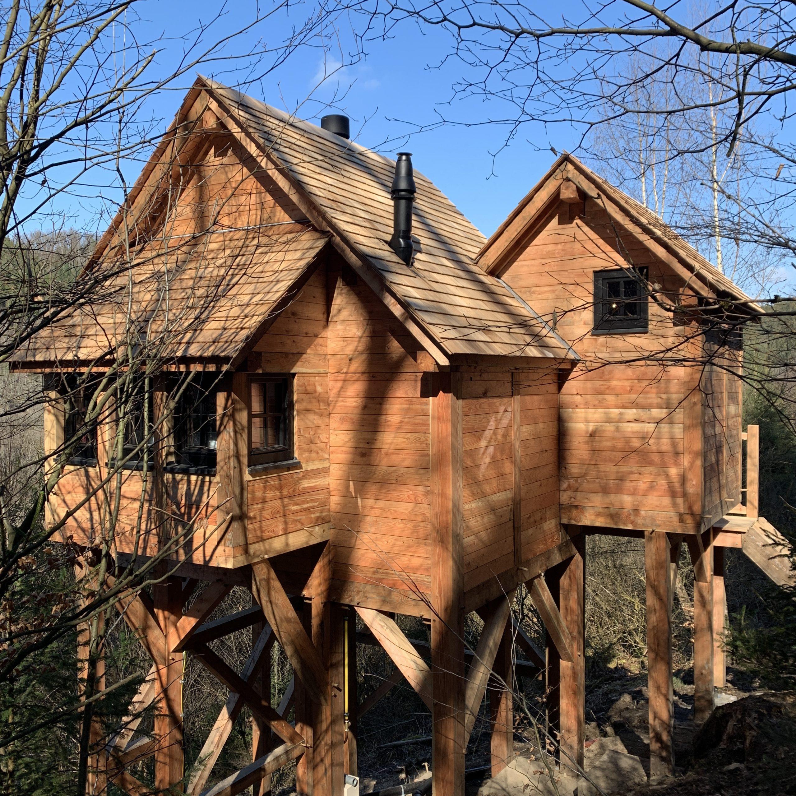 Tiny house extérieure en bois sur mesure chalet pilotis artisan