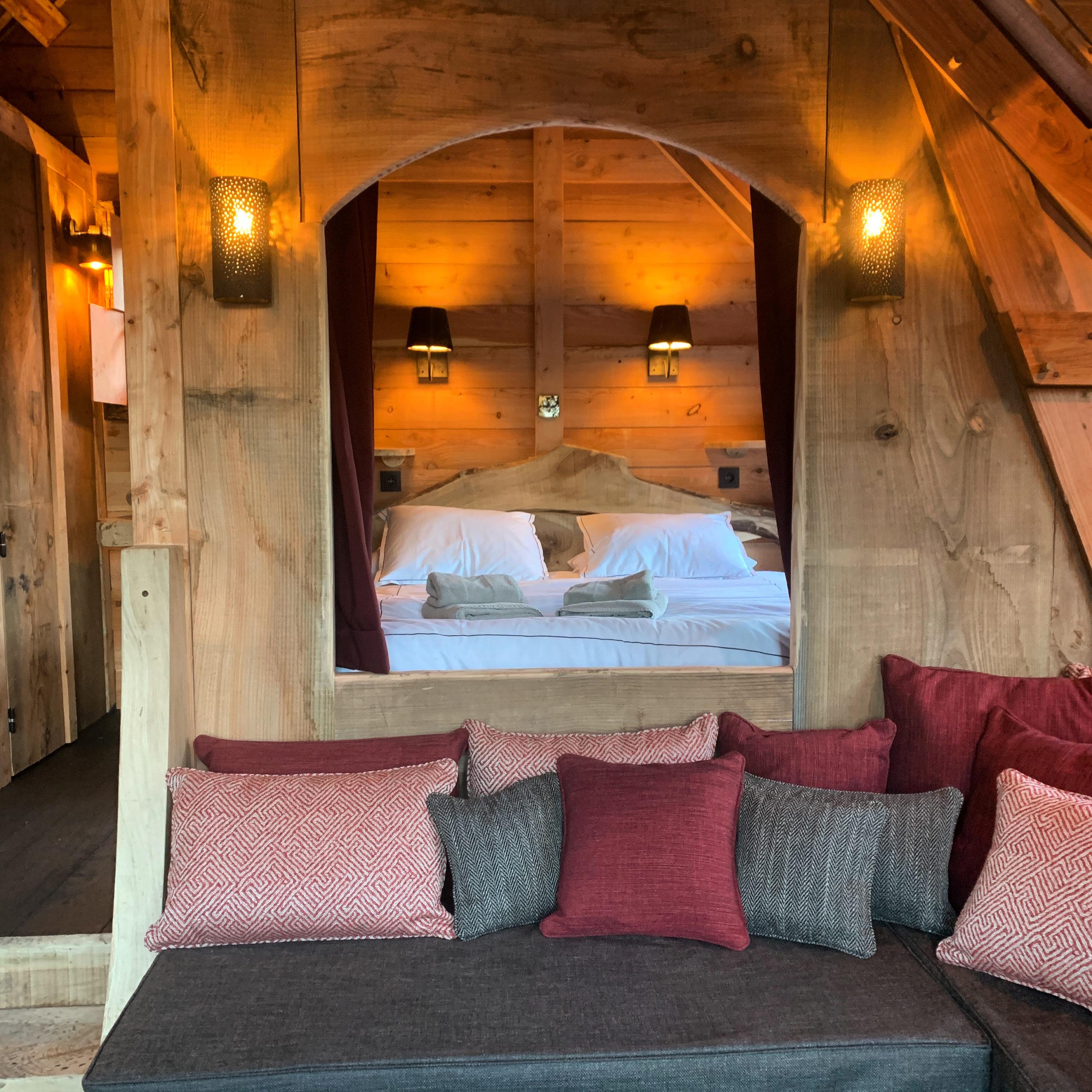 Chalet sur pilotis en bois sur mesure tiny house intérieur 3 aménagement