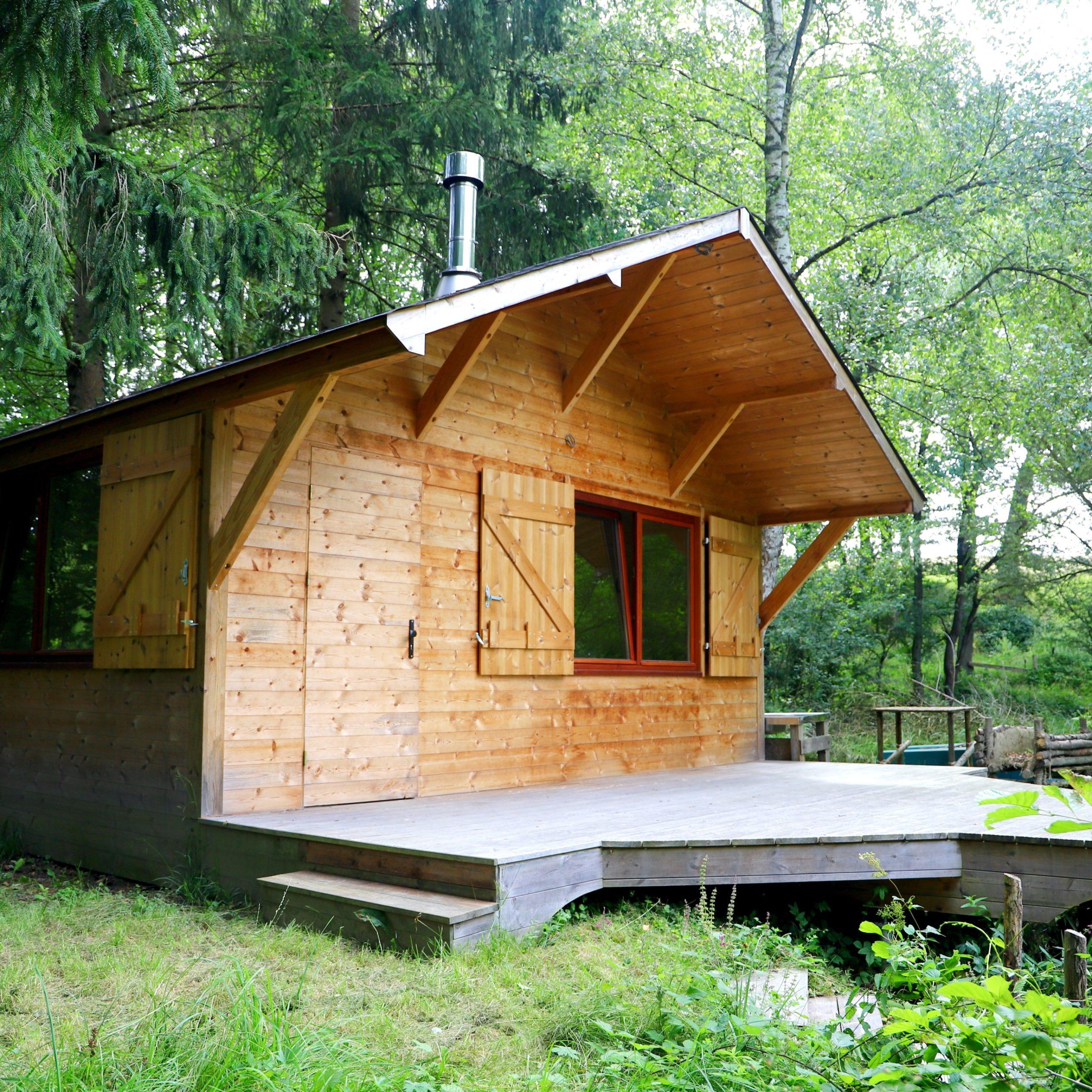 Chalet en bois sur mesure au bord de l'eau extérieur terrasse