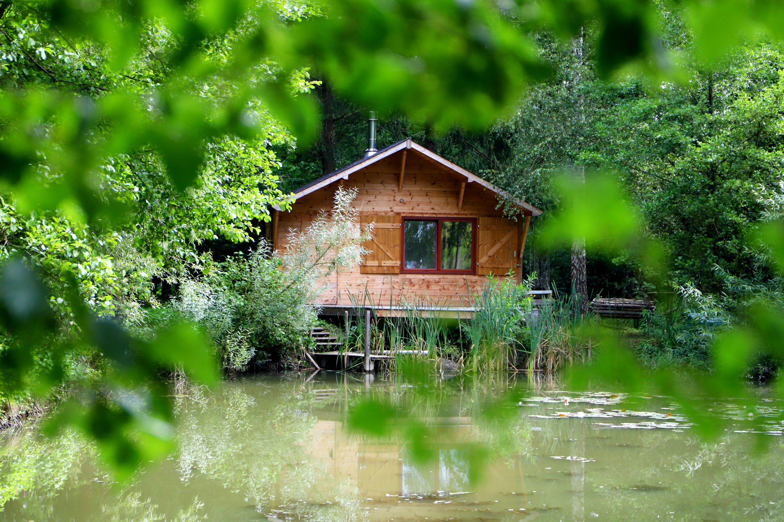 Chalet en bois sur mesure au bord de l'eau